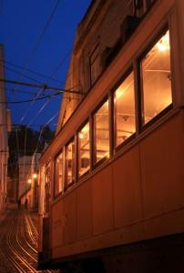 Lisbonne tramway Portugal ville nuit éclairage urbain