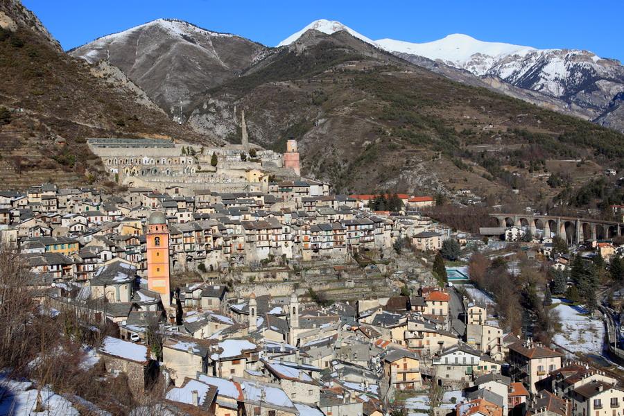 village Tende montagne paysage neige hiver