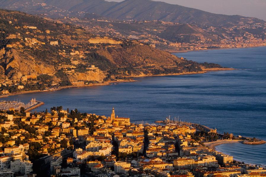Menton vue générale littoral aerien mer côte Italie