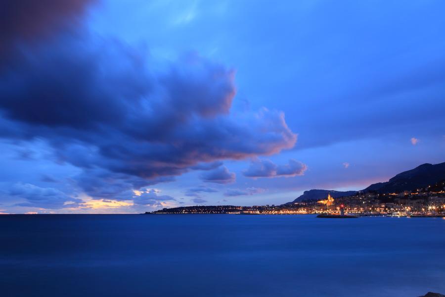 nuage ciel ville mer nuageux Menton côte méditerranée