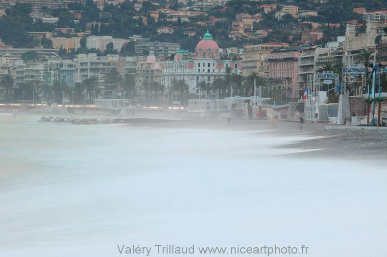 Nice photo mer plage vague Negresco