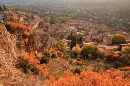 village de Moustiers Sainte Marie en Automne