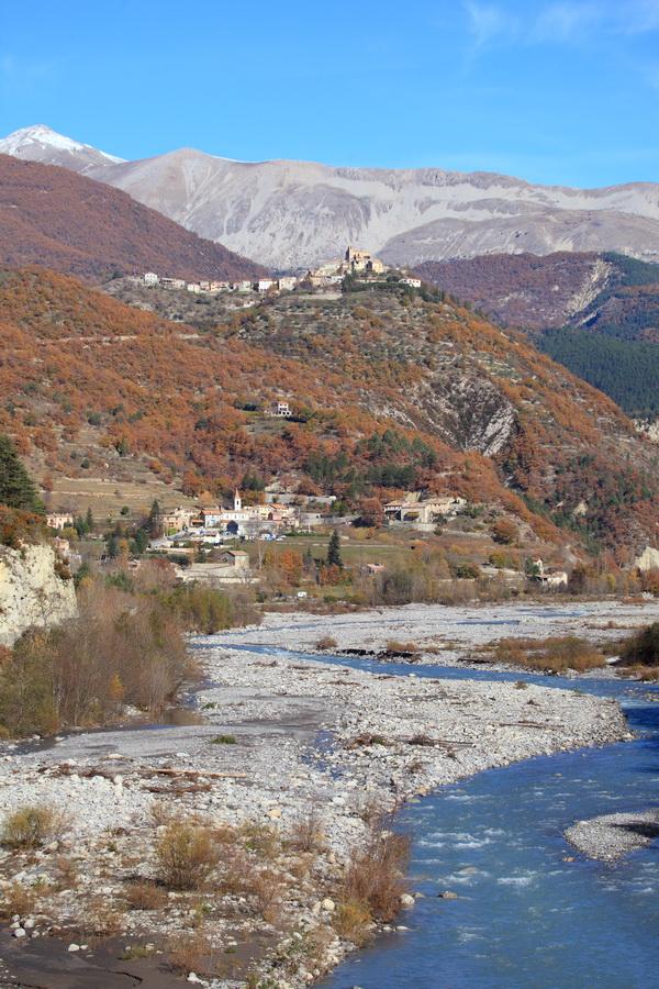 villages de Enriez et Castellet les Sausses dans le Haut Var