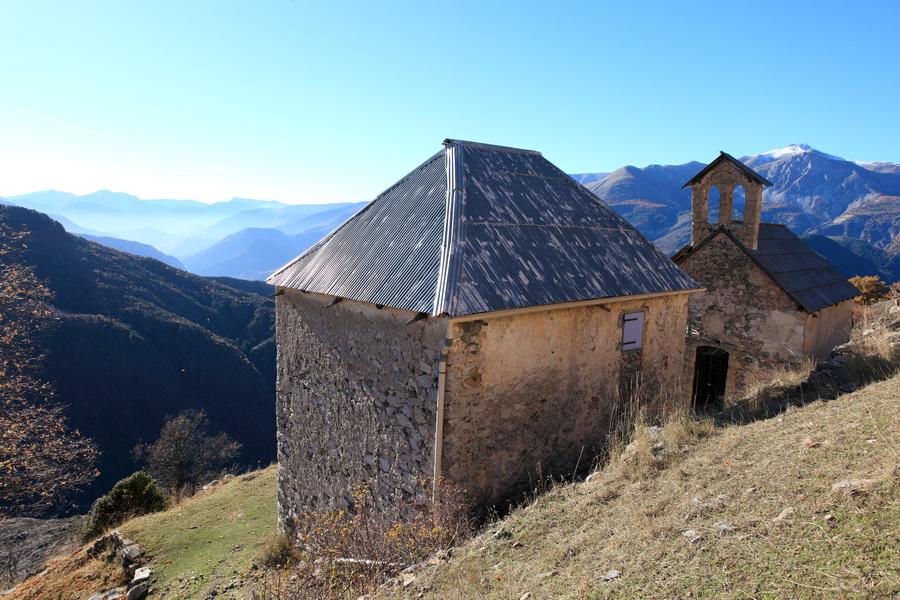 Le hameau abandonné de Amen perché à 1350m d'altitude