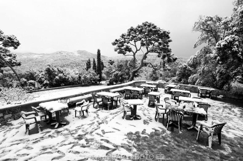 Nice chateau neige noir et blanc