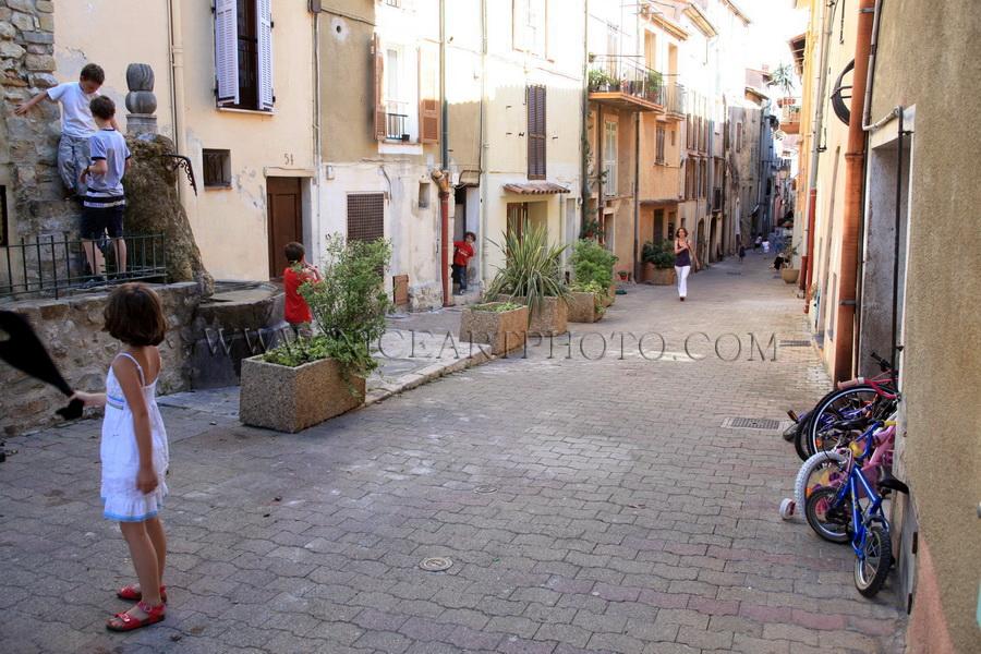 jeu d'enfant village Provence