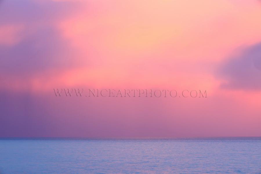 mer et ciel d'orage, nuages rouge