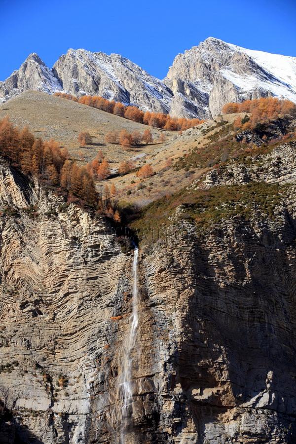 vallee du haut var route du col de la Cayolle cascade