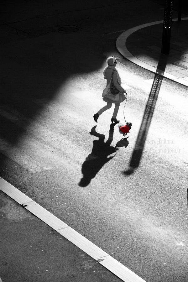photo noir et blanc scène de vie en ville