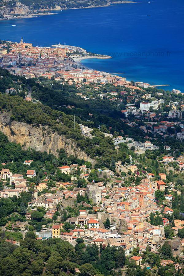 Village de Roquebrune et Menton en arrière plan