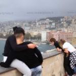 Jeunes amoureux château dell Ovo Naples
