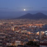 Pleine lune sur le Vésuve Naples