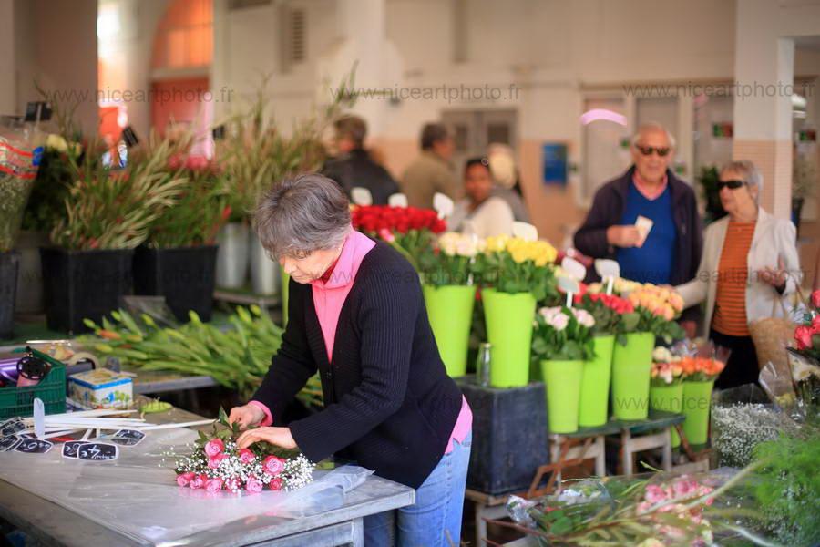 La fleuriste du marché Forville Cannes//V.Trillaud/www.niceartphoto.fr