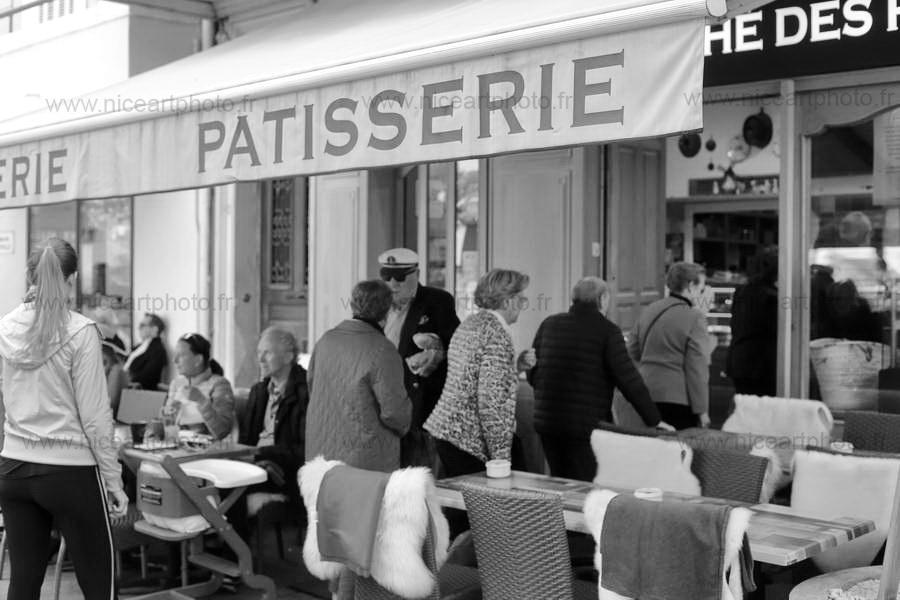 Gros succès pour la boulangerie-pâtisserie la Tropézienne à Cannes//V. Trillaud//www.niceartphoto.fr