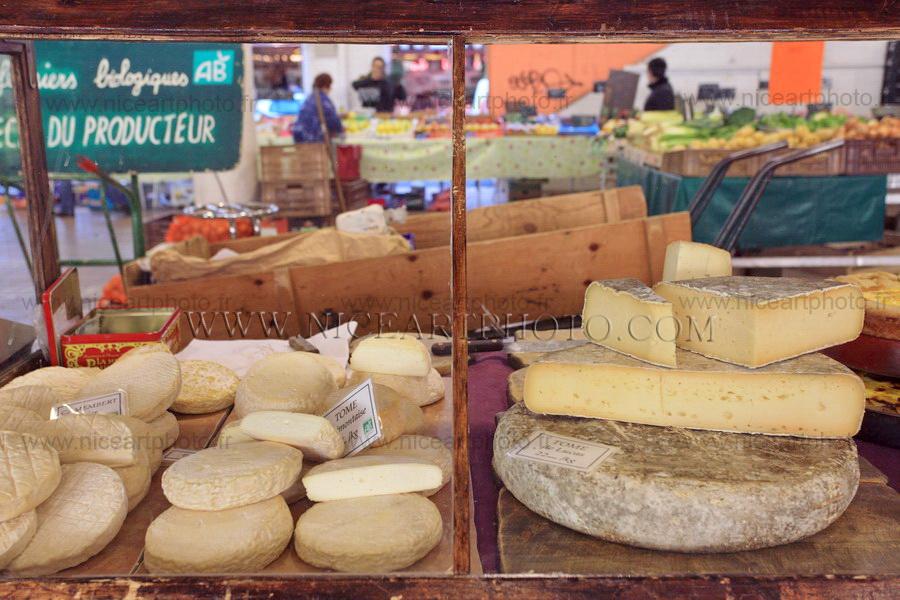 La variété de fromages du marché Forville, Cannes