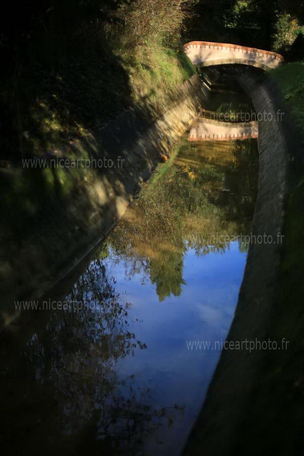 Pont sur la canal en clair obscur