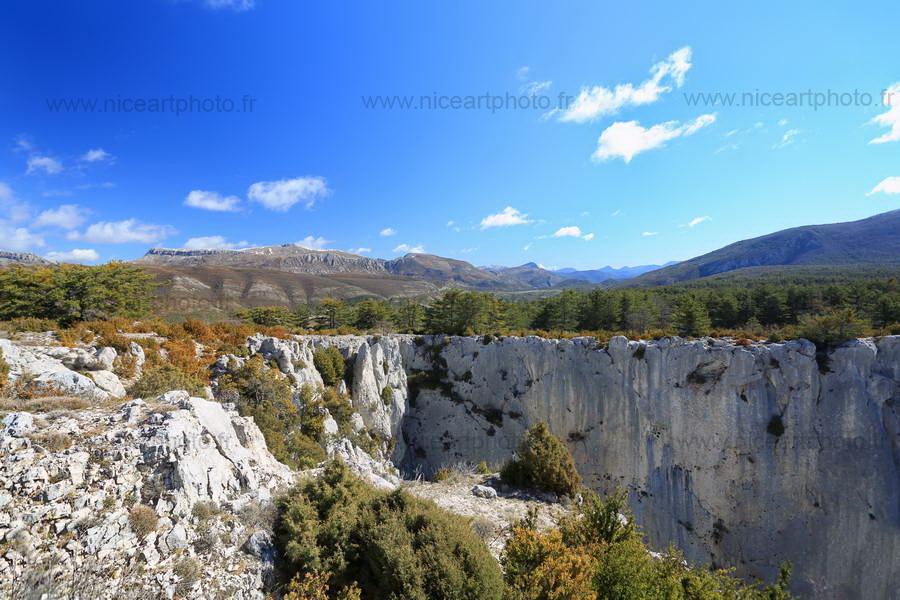 Falaise vertigineuse au dessus des gorges du Verdon