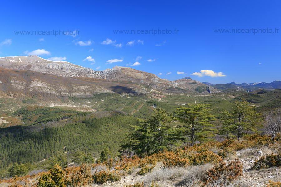 Paysage naturel de grands espaces du Parc régional du Verdon